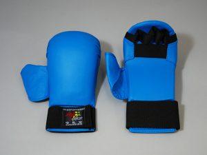 全日本空手道連盟の拳サポーター