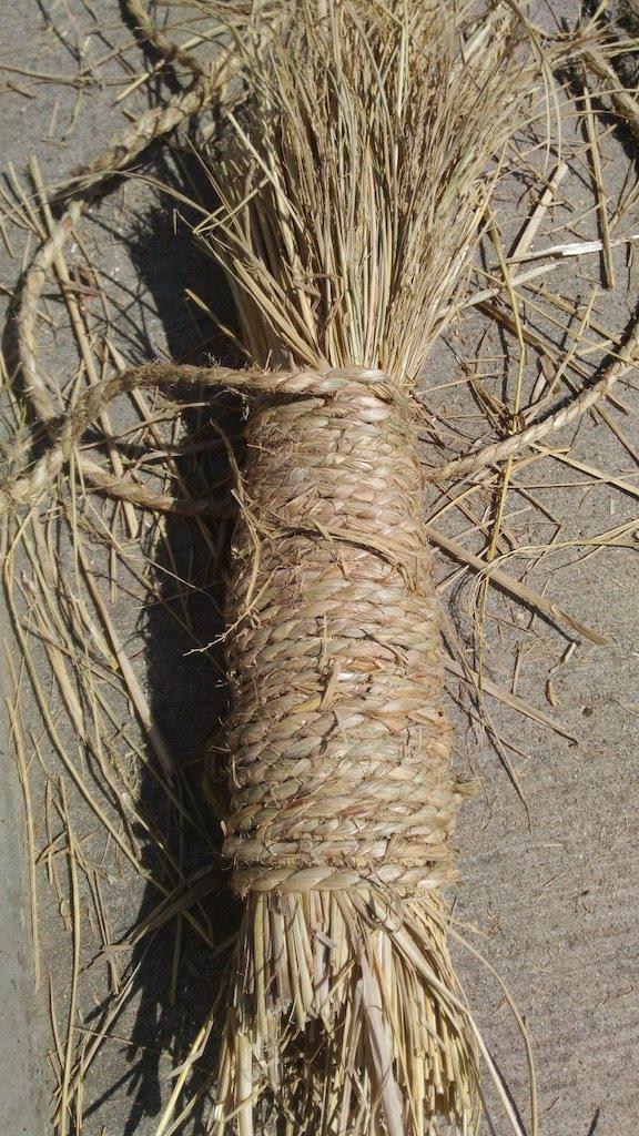 一周巻いた藁の束
